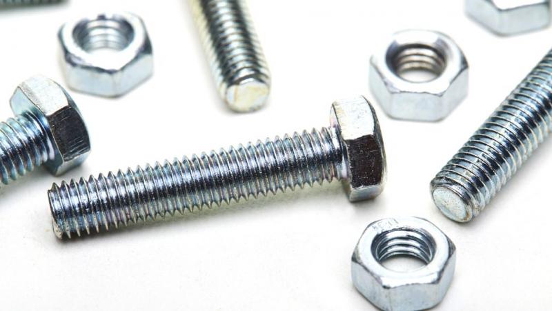不锈钢螺栓使用不锈钢钝化液做处理